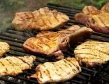 Como a fumar carne de porco em uma grade do gás