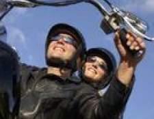 Como amarrar um capacete da motocicleta