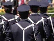 O salário médio de uma mulher da polícia